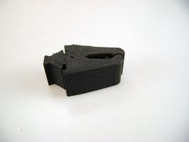 2CV Onderdelen - rubber voorvleugel op chassis