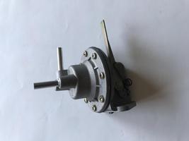 AMI 6  /  AMI 8 Onderdelen - benzinepomp met hendel oud type
